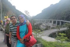 panorama jembatan layang kelok 9